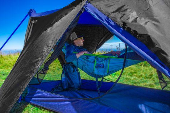 eno_nomad_hammock_shleter_system_lifestyle_05_1v2_1
